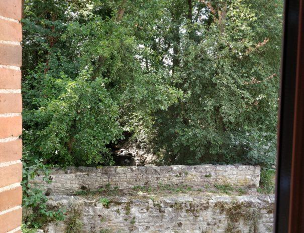 Vue sur le bief qui alimente le moulin depuis la chambre Sioule